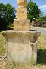 Pollionnay (Rhône) (Cletus Awreetus) Tags: sculpture france architecture pierre rhône croix socle montsdulyonnais artreligieux bénitier