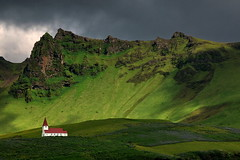 Rain expected (louise peters) Tags: light shadow sky cloud sunlight mountain green church berg rain rock mos licht iceland moss groen vik schaduw kerk regen zonlicht wolk rots dreiging ijsland wolkenlucht víkímýrdal berglandschap