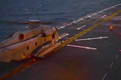 150729-N-NZ935-079 (cfasasebo) Tags: ussbonhommerichardlhd6 ch53superstallion us7thfleetareaofoperations marinemediumtiltrotorsquadronvmm256reinforced