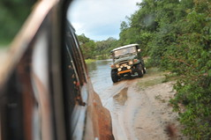 Wilpaththu National Park - BJ40 in a lake from Nissan Patrol (deeptha.net (.)) Tags: lake offroad safari srilanka landcruiser fj40 bj40 wilpaththu