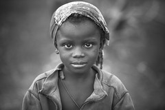 Burkina faso: enfant de l'ethnie Sénoufo. (claude gourlay) Tags: burkinafaso burkina afrique africa afriquedelouest claudegourlay portrait retrato ritratti people enfant child noiretblanc blackandwhite nb bw sénoufo