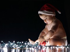 Merry Christmas & Happy New Year!! (oscar.lage) Tags: merry christmas happy holidays newborn baby navidad bokeh clave baja low key photography lights luces lowkey clavebaja black red white xmas sony a6000 ilce6000 nex 50mm f18 sel50f18 sonynex family winter new year 2017 santa claus december mirrorless diciembre