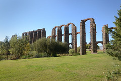 Acueducto de los Milagros - Roman Aquaduct of Miracles (rschnaible) Tags: merida spain espana europe roman ruins ancient old history historic sightseeing tour tourist aquaduct acueducto de los milagros architecture