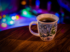 4:365 - Overlooked (LostOne1000) Tags: lights bokeh candlelight 4365 3652017 4jan17 christmaslights overlooked mug table day4365 tea 365the2017edition stressreliever cy365