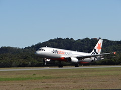 Jetstar Airways \ Airbus A320-232 \ VH-VQF (coghilla) Tags: airplane gold coast airport traffic aircraft aviation australia aeroplane airbus queensland jetstar airways visitors stacked aerodrome unplanned ool diversions a320232 goldcoastairport vhvqf ybcg oolairside