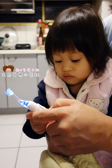 Combi teteo幼童電動牙刷牙膏 (11).JPG