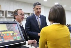 Alfonso Alonso y Garcia Albiol hablando con comerciantes de Badalona