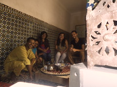 Couchsurfing en Marrakech (pattyesqga) Tags: morocco maroc marruecos sahara africa travel traveler travelphoto travelgirl femmetravel traveling travelingalone trip moments memories people friends