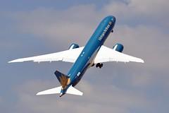 VN-A861  N1020K  LBG  SIAE 2015 (airlines470) Tags: airport vietnam msn airlines lbg ln 303 787 2015 7879 siae 35151 n1020k vna861
