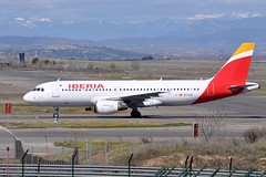 EC-ILR  MAD (airlines470) Tags: airport msn mad a320 iberia 1793 a320214 ecilr