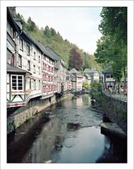Monschau at the Rur river (macfred64) Tags: 120 film analog mediumformat germany 645 eifel 6x45 monschau homeland hohesvenn rur kodakportra160 fujiga645wi fujinon45mmf4 rurriver epsonv600