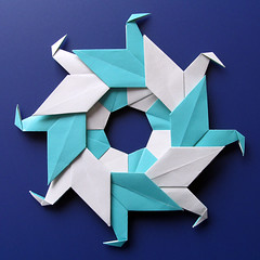 Ghirlanda di anatre - Garland of ducks (Francesco Guarnieri) Tags: corona ghirlandadianatre modular origami paperfolding ring garlandofducks cranewreath wreath circle christmaswreath mandala kusudama francescoguarnieri