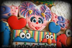 Camilla Sesame Street (8)-peek (christine-sugarcravings) Tags: sugarcravings decoratedcookies customcookies sesamestreet elmo abbycadabby cookiemonster birthdaycookies