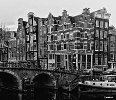Amsterdam : cafe Papeneiland. (alamsterdam) Tags: cafepapeneiland amsterdam prinsengracht brouwersgracht bridge boats