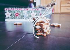 Backe Backe Kuchen! (kathibro92) Tags: kekse cookies zimt zimtstern päckchen backen bakery weihnachten christmas food sweet