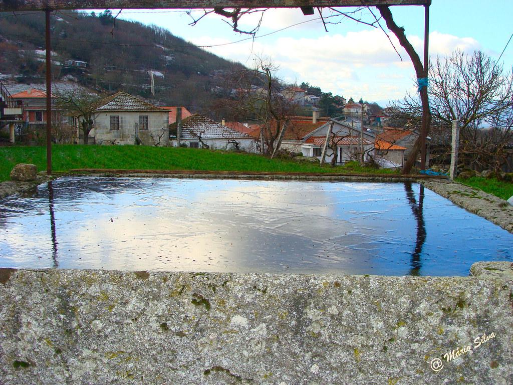 Águas Frias (Chaves)- ... o tanque com a água gelada ...