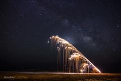 ESCALERAS AL CIELO (Fran Ramos.) Tags: canon noche mar playa via pirotecnia nocturnas cartagena fuegos lactea calblanque frascoramos