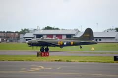 B17_landing (SlipStreamJC) Tags: wwii b17 bomber raf b17bomber rafnortholt gbedf 124485