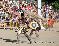 Arde Lucus ( Lugo 2015 ) (Luis Diaz Devesa) Tags: red espaa spain europa armas galicia galiza luchador lucha pontevedra espada escudo espadas tridente gladiador luisdiazdevesa