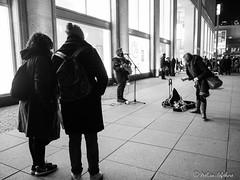 BeRLiN (melimage) Tags: berlin photo melisa lefebvre blanckandwhite black whithe noiretblanc noir et blanc people personnes gens street photography rue germany allemagne