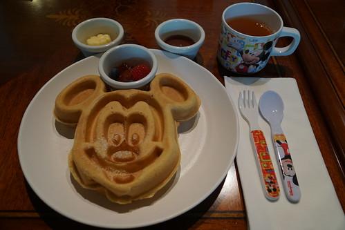 Mickey Mouse waffle at Walt's Café DSC06664