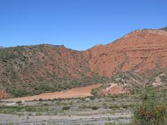 "Stade de foot dans le désert <a style=""margin-left:10px; font-size:0.8em;"" href=""http://www.flickr.com/photos/83080376@N03/18433117049/"" target=""_blank"">@flickr</a>"