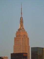 Empire State Building (skumroffe) Tags: nyc newyorkcity morning usa newyork building skyline skyscraper buildings morninglight skyscrapers unitedstates manhattan empirestatebuilding hirise byggnader skyskrapa byggnad hghus skyskrapor zhotel zroof zhotelnyc