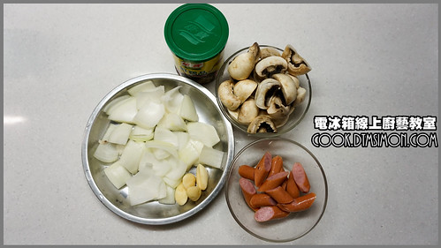 蘑菇炒德國香腸01.jpg