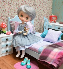 Grey (Marilene Andrade) Tags: jerryberry jerryberrys fallinberry rement roombox cenário miniature bedroom set miniaturebedroomset miniaturebedroom bedroomset bedroomdoll