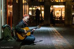 Guitar player (Streetphotography by Joost Smulders) Tags: streetphotography straatfotografie candid urban stad city utrecht nederland holland gitarist guitarplayer straatmuzikant streetmusician donker dark people mensen man avond evening kleur color colour oudegracht springweg