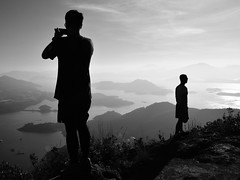 Hikers love to take photos 1 - Photographer and Model (Gomen S) Tags: nikon 1685mm d5200 2017 afternoon win winter blackandwhite bw peo people landscape mountain hk hongkong china asia tropical sea ocean island cpl