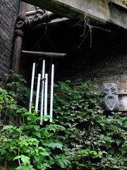 Chimes (failing_angel) Tags: 180616 london hackney dalston dalstoneasterncurvegarden dalstoneasterncurvegardenhasbeencreatedontheoldeasterncurverailwaylinewhichoncelinkeddalstonjunctionstation goods yardnorth line
