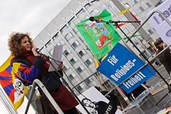 10. Mrz: Demonstration vor der chinesischen Botschaft (2011) (Tibet Initiative Deutschland) Tags: china berlin demo protest tibet flagge 1959 menschenrechte freiheit gewalt botschaft mahnwache unterdrckung tibetanuprisingday 10mrz tibetflagge