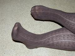 004 (AC1914) Tags: feet tights greytights ribbedtights