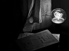 Le corps prend vie ! (Patevy Damant) Tags: arts atmosphère bw grosplan intérieur lumière monochrome nb olympus planmoyen