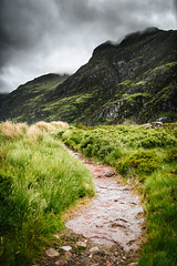 the lost valley, glencoe (Tafelzwerk) Tags: thelostvalley glencoe coe glen mountain mountainside hike hiking wandern clouds wolken regen rain hills munro nikon d810 35mm waterfall wasserfall weg way trip car auto scotland schottland uk highlands