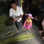 Herstellen von Zigarrenpapier im Dorf