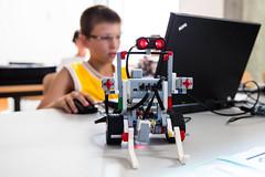 Programming a robot (mbeo) Tags: school boy robot technology planning learn tecnologia ragazzo mindstorm educazione ev3 apprendere mbeo codare tocode programmando robosi