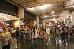 Chelsea Market - New York City (USA) (Meteorry) Tags: nyc newyorkcity people usa newyork america chelsea unitedstates market manhattan unitedstatesofamerica crowd shoppingmall shops april empirestate meatpackingdistrict chelseamarket foodhall nabisco 2015 9thavenue ninthavenue nationalbiscuitcompany meteorry gansevoortmarkethistoricdistrict factorycomplex