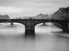 rain (paddy_bb) Tags: paddybb italien italy olympusomd 2017 florence florenz tuscanny toskana pontesantatrinita regen rain bw firenze brücke bridge mieseswetter