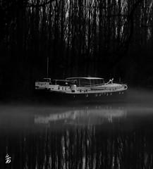 _DSC0693 -Péniche dans le brouillard (Le To) Tags: extérieur eau water noiretblanc nerosubianco bw monochrome bateau péniche fog brouillard nebbia