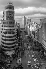 El Cielo de Madrid (Walimai.photo) Tags: black white cielo sky madrid spain españa blanco negro byn bw branco preto blanc noir panasonic lx5 lumix street calle navidad christmas