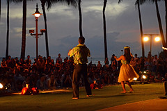 Hawaiian Style (jcc55883) Tags: sunset music hawaii twilight nikon waikiki oahu entertainment hulashow nikond3200 kalakauaavenue d3200 kuhiobeachpark