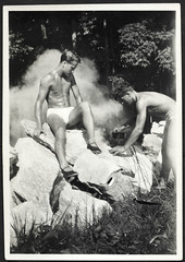 Archiv A540 Camping, Deutschland, 1930er (Hans-Michael Tappen) Tags: archivhansmichaeltappen kochtopf freizeit sommer camping drittesreich 1930er 1930s badehose gymshorts jugend thirdreich boys cook shoes hairstyle frisur cookingpost outdoor felsen stone waist fotorahmen