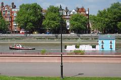 Chelsea House Boat! (Mark Wordy) Tags: london art lamp boats chelsea houseboat tug riverthames batterseapark