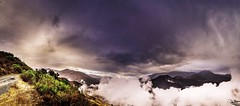 La niebla sube en Huayo al amanecer. (Daniel Fotografia :)) Tags: huayo lalibertad exit perú sky luz infinito airelibre cielo light sierra piedras amanecer naturaleza nature nubes campo cerros niebla