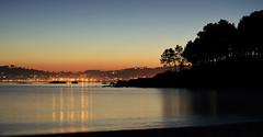 Últimas luces (Peter Wayne) Tags: paisaje mar naturaleza urbana nocturna costa riveira galicia nikon d5300 larga exposición