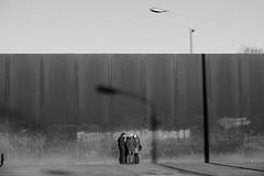 Bernauer Straße - Berlin Mitte (elisachris) Tags: berlin mitte bernauerstrase berlinermauer berlinwall street schwarzweis blackandwhite licht schatten light shadow menschen people fujifilm fuji x20