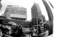parças (Bruno Nogueirão) Tags: street streetphotographer streetphotography streetphoto rua fotografiaderua fotografiadocumental 2410 vintequatro10 urban urbano underground punk sps sp sampa sãopaulo cidade city cinza p pb bw pretoebranco blackandwhite fotografia