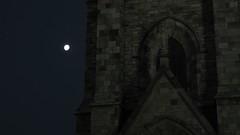 Orador Lunar (J.J.Evan) Tags: sky moon church statue iglesia luna cielo estatua